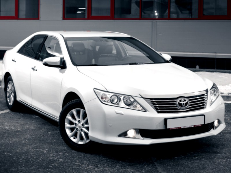 аренда белой Toyota Camry в Казани